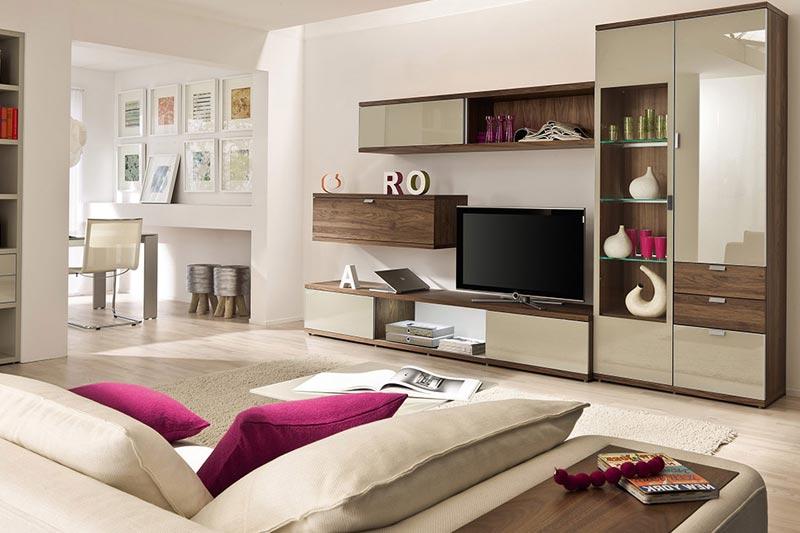 Дизайн гостиной выполненный в светлых оттенках