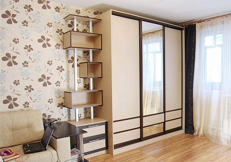 Дизайн гостиной с применением шкафа купе