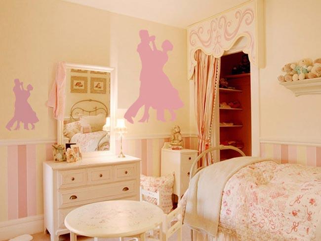 Туалетный столик в интерьере комнаты девушки