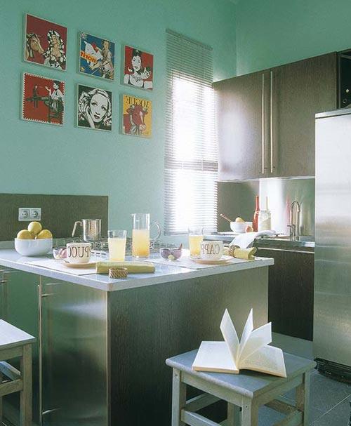 Кухня в несколько рядов и совмещенная с балконом