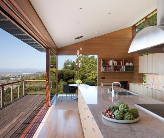 Загородная кухня с террасой