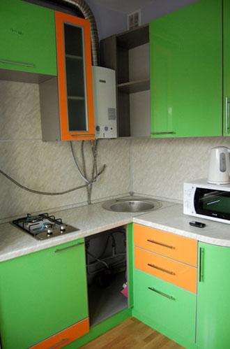 Дизайн кухни в хрущевке в зеленом цвете