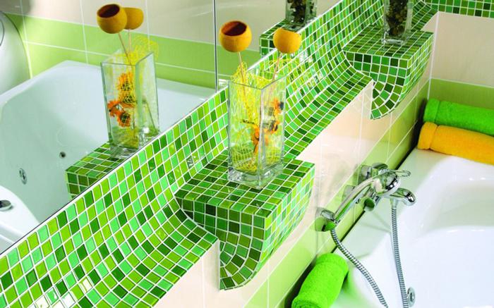 Успокаивающая зеленая плитка в ванной комнате