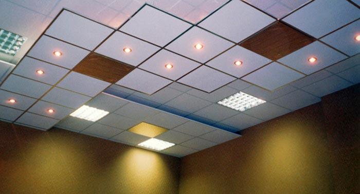 Применение подвесных потолков в дизайне потолка в прихожей