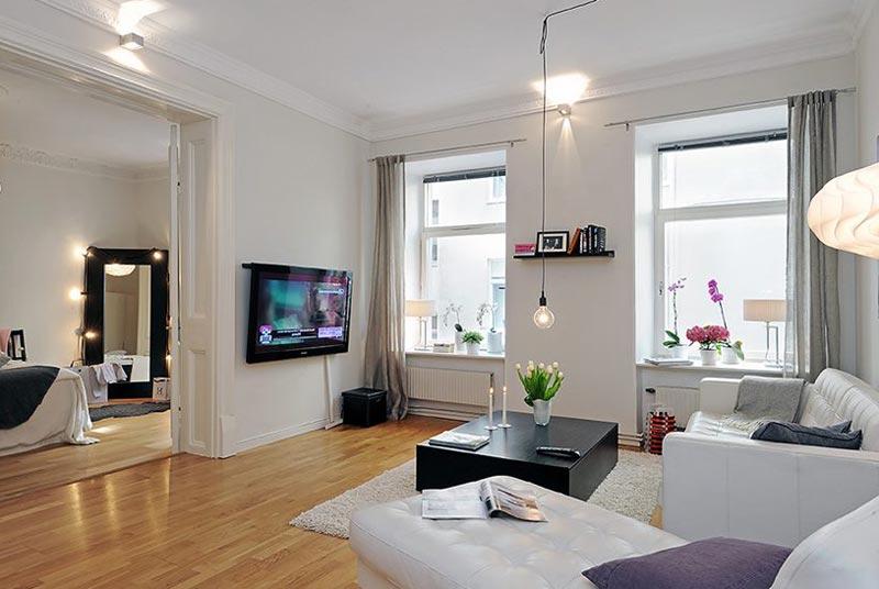 Вид на интерьер из читального угла квартиры