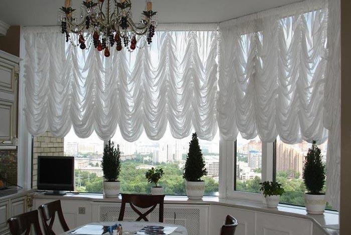 Белые шторы в интерьере квартиры