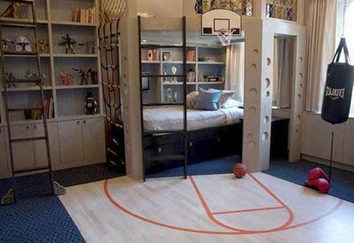 Дизайн спальни с баскетбольной разметкой и деревянным щитом у подростка