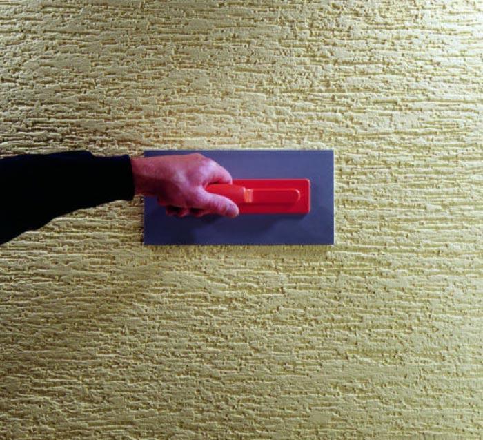 Завершающие действия перед окончанием шпаклевки стены с узором