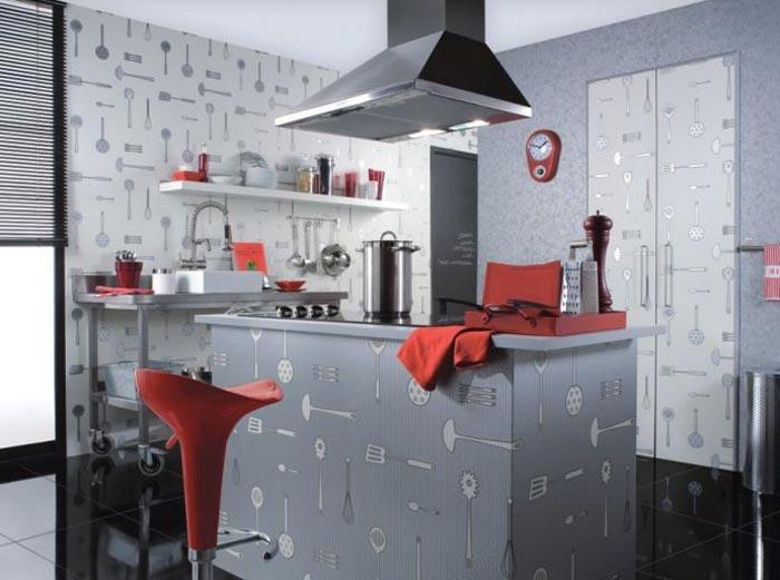 Светлые тона обоев для кухни для расширения пространства
