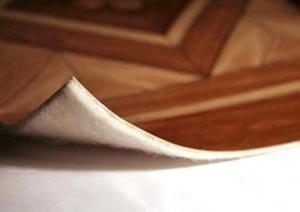 ПВХ материал на деревянном полу