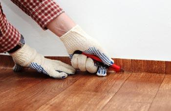 Как настелить линолеум на деревянный пол