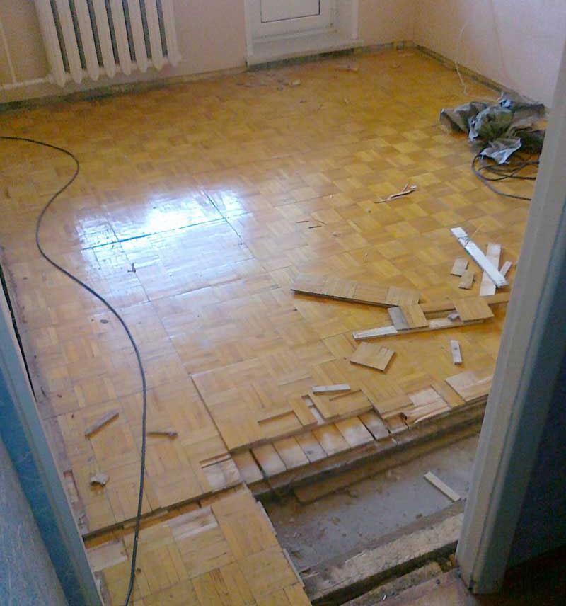 Удаляем старый пол из комнаты