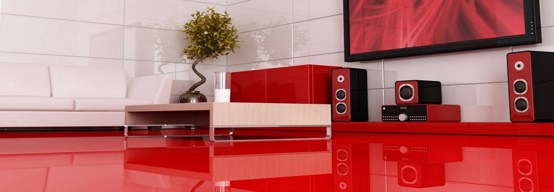 Комната наливным полом красного цвета