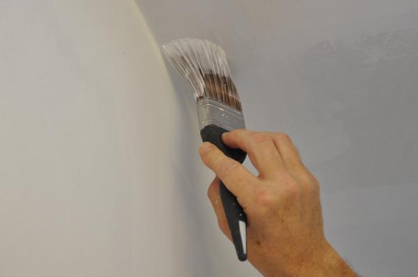 кисть, покраска потолка