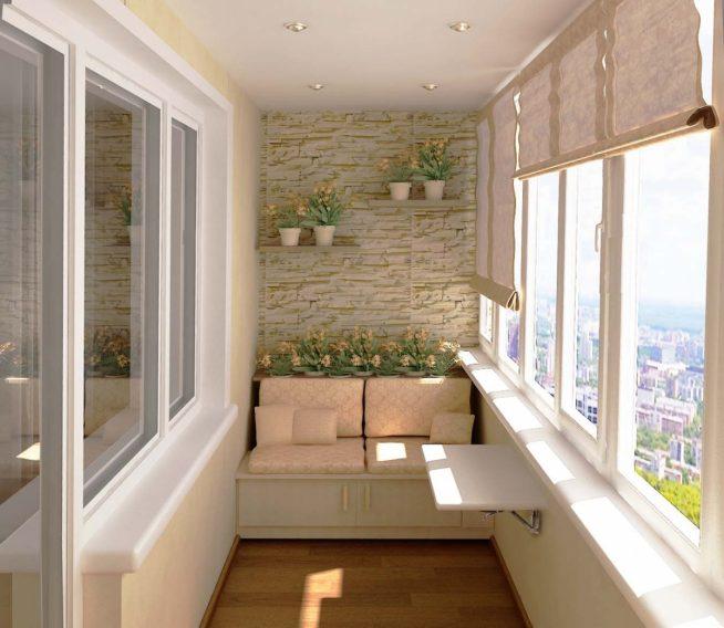Лоджия в светлых тонах с небольшим диваном, столиком и цветами