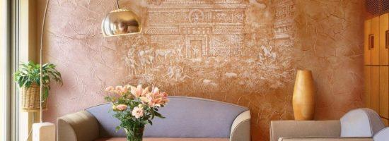 Отделка стен в комнате венецианской штукатуркой