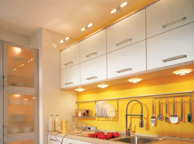 освещение для кухни в желто - белых тонах