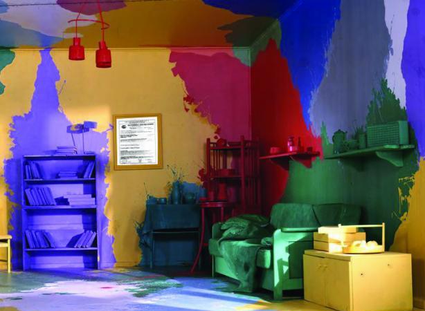 Комната, покрашенная в разные цвета