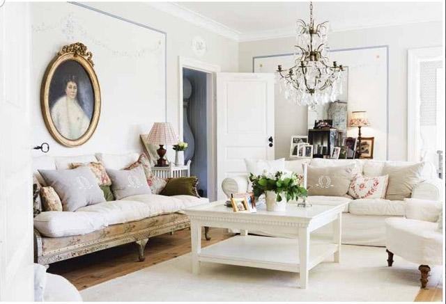 очень светлая гостиная в романтическом стиле