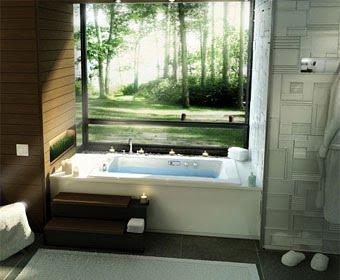 ванная комната в зеленых тонах с небольшим ложным окном над ванной