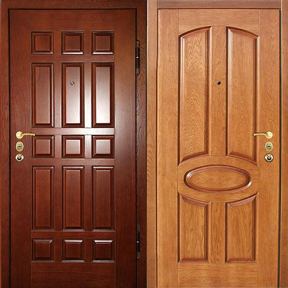 Деревянная накладка на металлических дверях