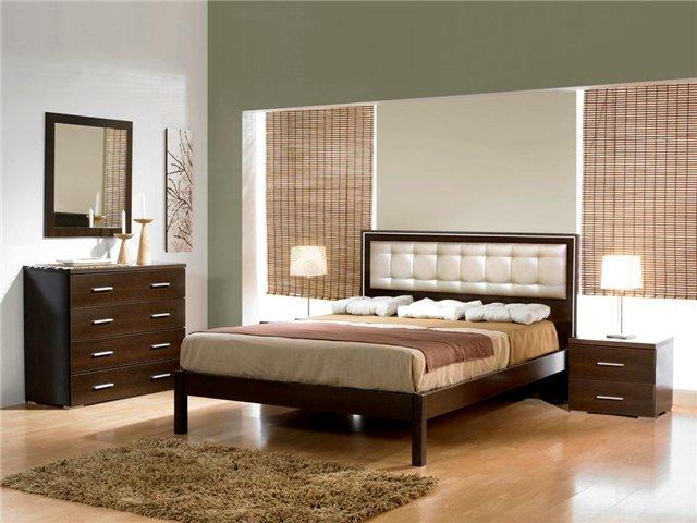 Кровать для спальни с ножками и одной спинкой