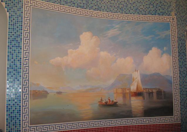 Художественная роспись в ванной комнате, обрамленная в рамку