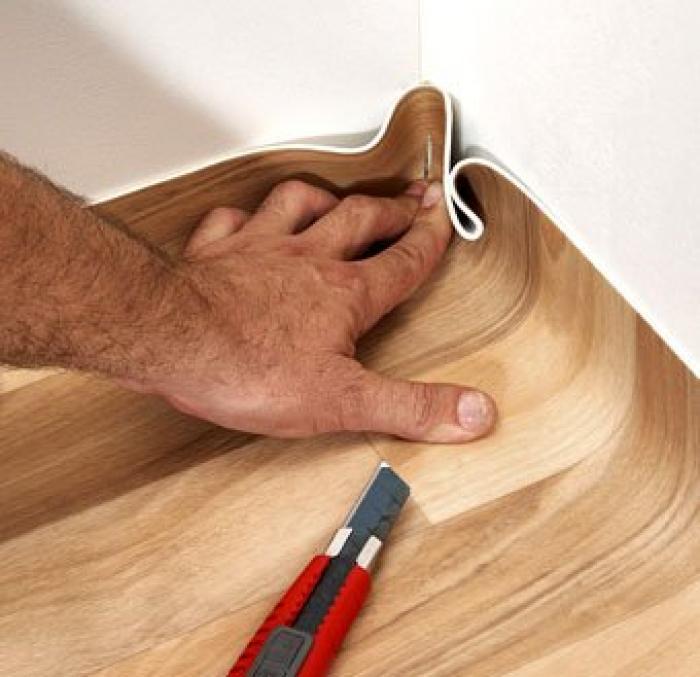 Крепление плинтусов к полу и к стене: инструкция по