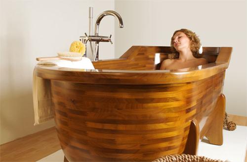 Женщина в спа-ванной