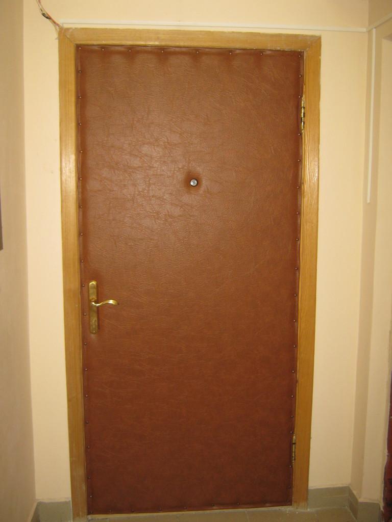 Как перетянуть входную дверь