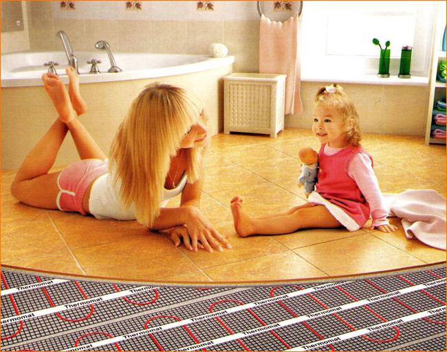 Дети на теплом полу