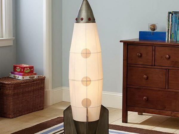 Оригинальный светильник для детской комнаты, выполненный в виде ракеты