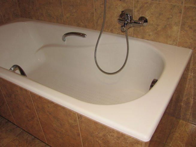 Прилегание ванной к плитке
