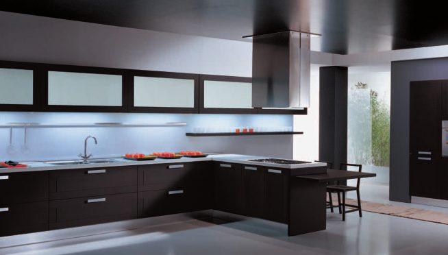 Чёрный натяжной потолок на кухне