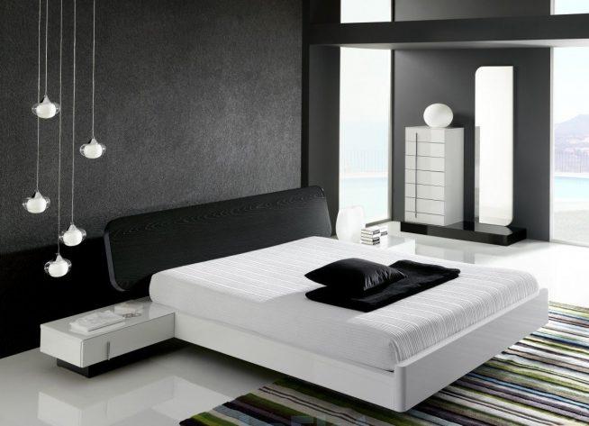 Чёрный потолок в спальне