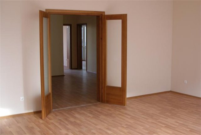 Распашные двери в комнату