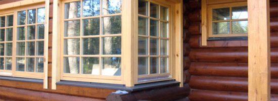Дом из сруба с деревянными окнами