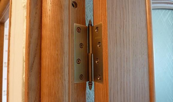 Правильное положение дверных петель