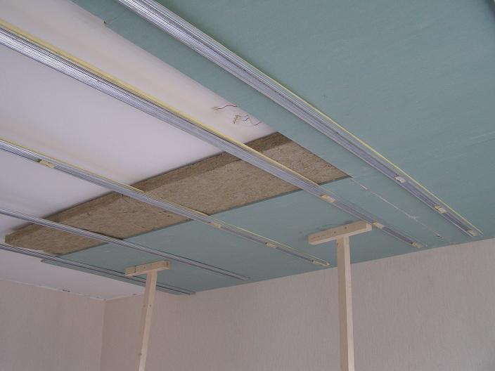 Обшивка потолка звукоизоляционным материалом и гипсокартоном