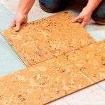 Пробковая плитка на полу