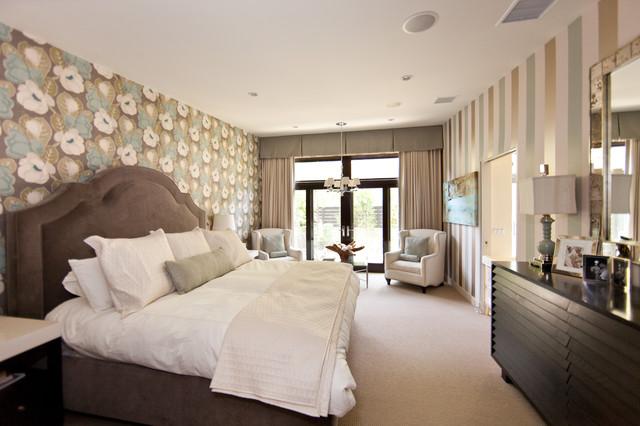 Сочетение обоев с различными узорами в спальном интерьере
