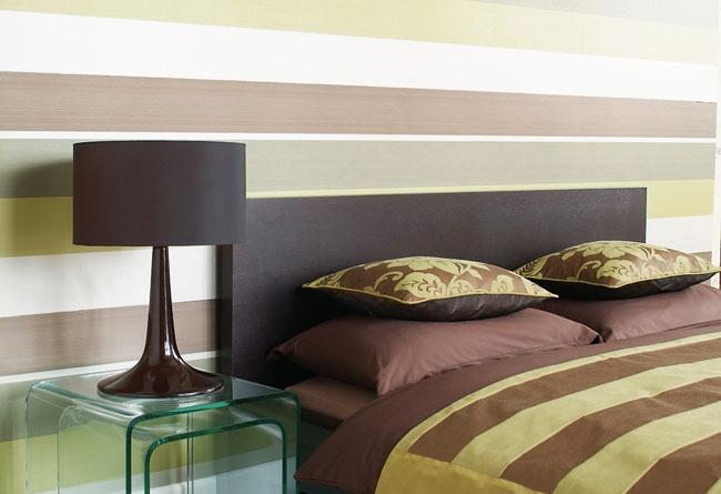 Горизонтальное сочетание обоев в спальном интерьере