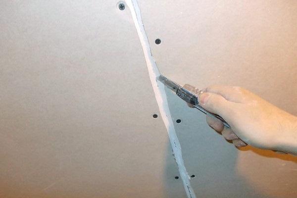 Расшивка незаводских стыков перед шпаклёвкой