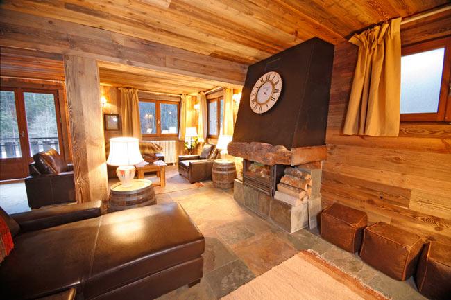 Минимализм, роскошь и подлинный  уют в обстановке  альпийской спальни
