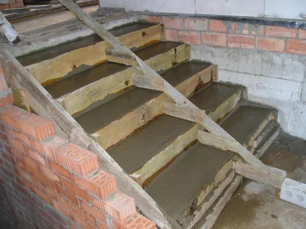 Выравнивание бетонной лестницы