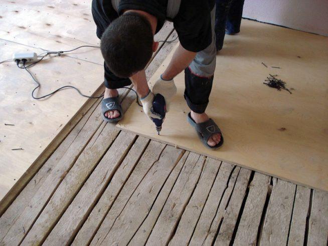 укладка фанеры поверх деревянного пола