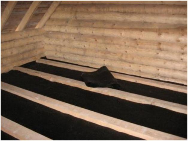 Потолок накрытый материалом для пароизоляции