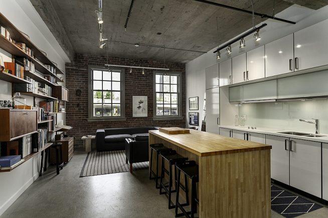 Кухня с бетонным потолком