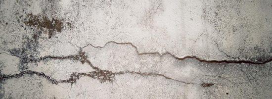 Устраняем трещины в стене – срочный ремонт своими руками