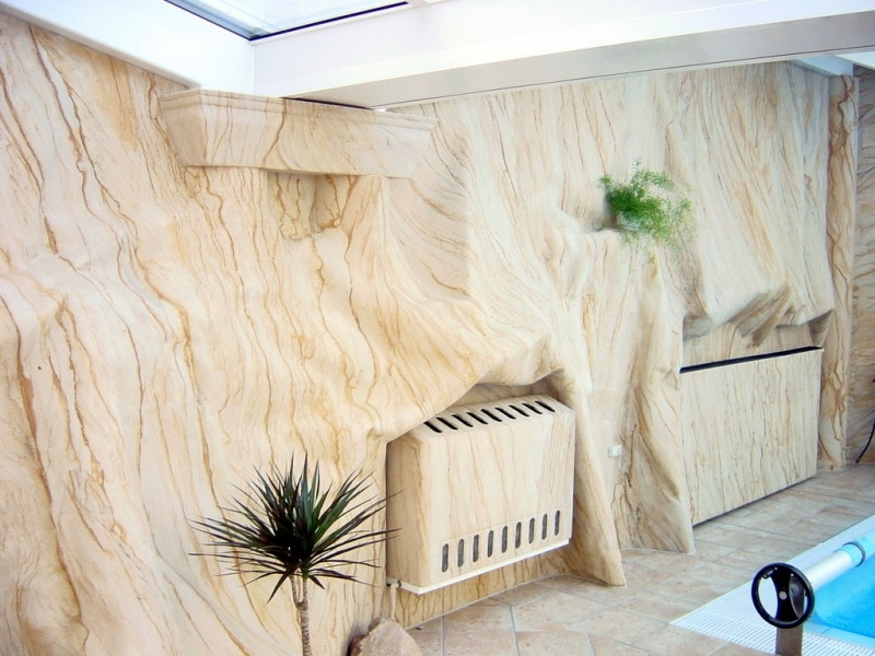 Гибкий камень на стенах — интересное решение в квартире своими руками